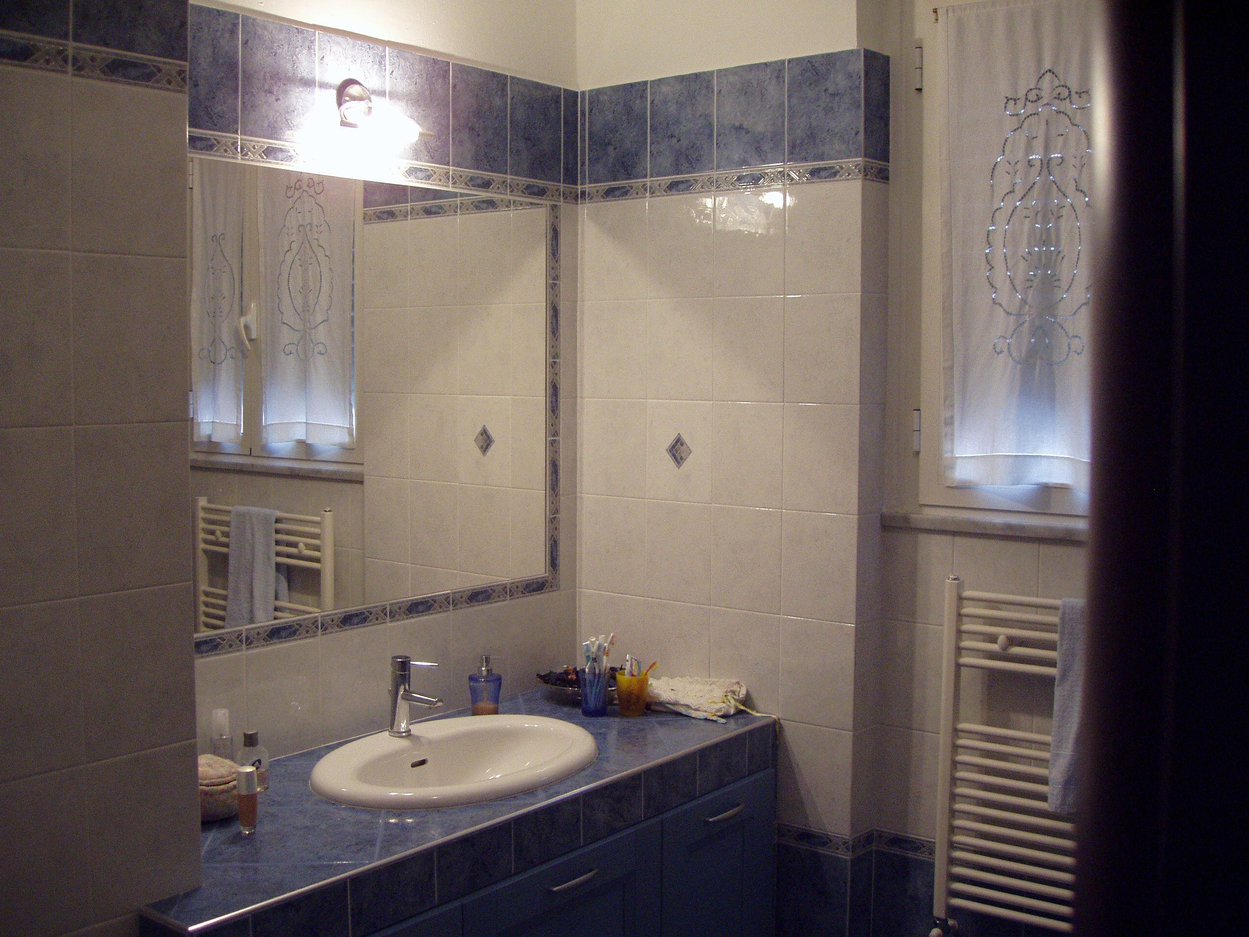 Super specchio bagno incassato nelle piastrelle vp11 - Specchio in bagno ...