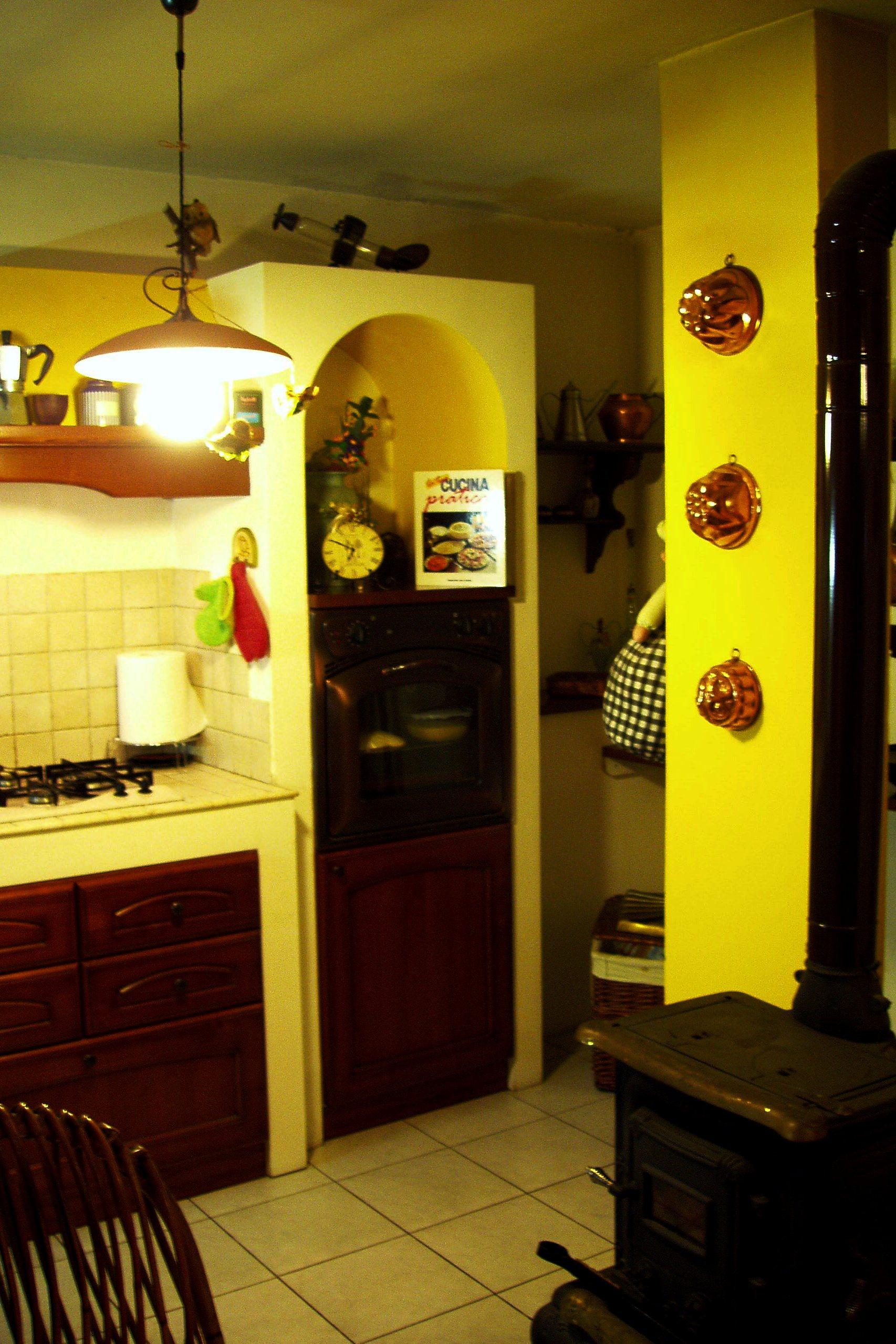 Rustica cucina in muratura aifaicasa for Cucina in muratura rustica