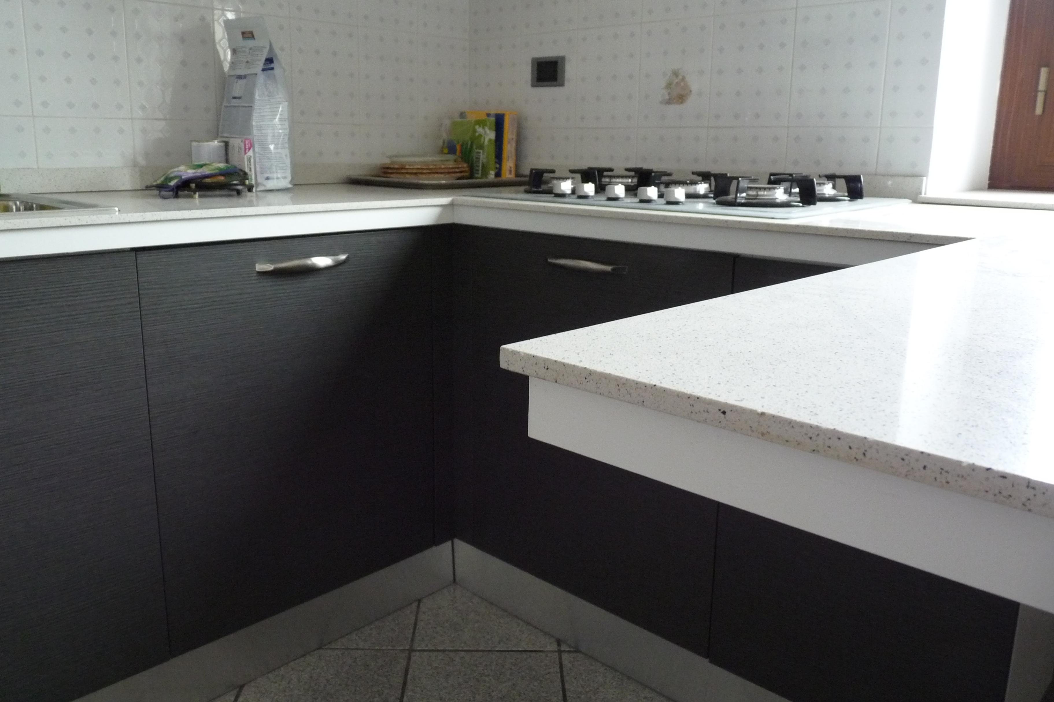 Nuova vita in cucina aifaicasa - Quarzite piano cucina ...